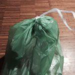 Ich trage einen Müllsack und in dem ist…