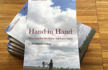 Hand in Hand :: Das Buch zum Thema Geschwisterstreit